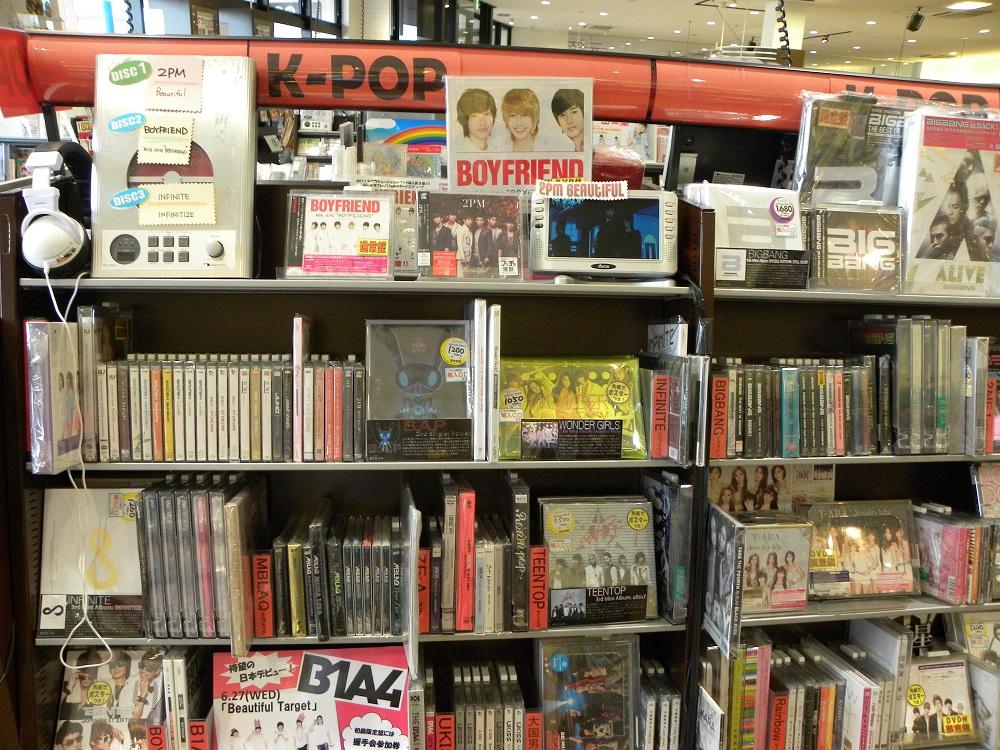 お店を訪れる度に、大きくなるK-POPコーナー ...